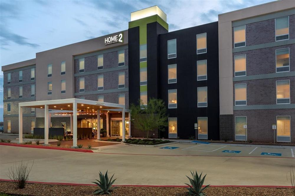 Home2 suites opens houston property hotel management for Homes 2
