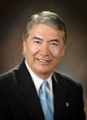 headshot of Raymond Hino