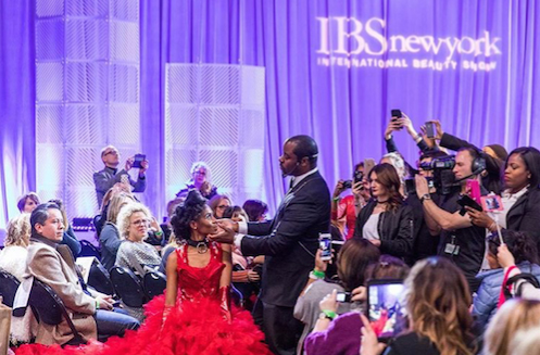 Ted Gibson wows the crowd with his Main Stage creation. Photo courtesy of @ibs_shows