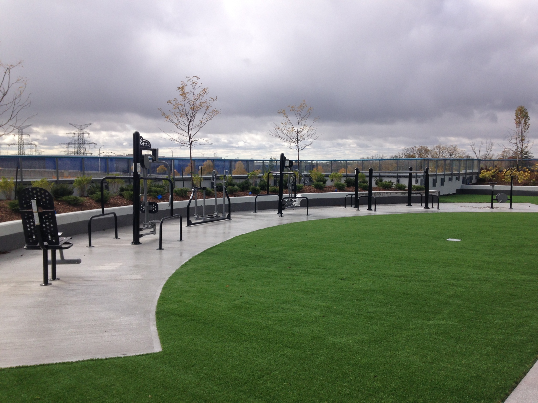 Rooftop fitness centers offer views and fresh air in urban hubs.