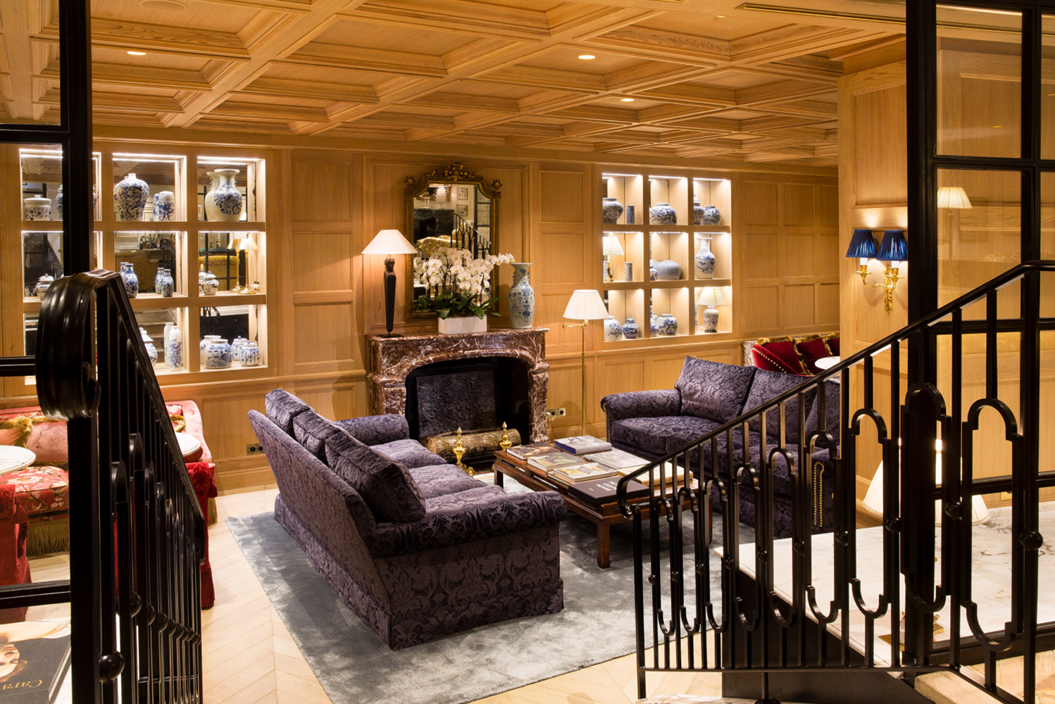 For the ground floor lounges, Gonzalez placed large armchairs and sofas, paintings and drawings, bookcases and trims.