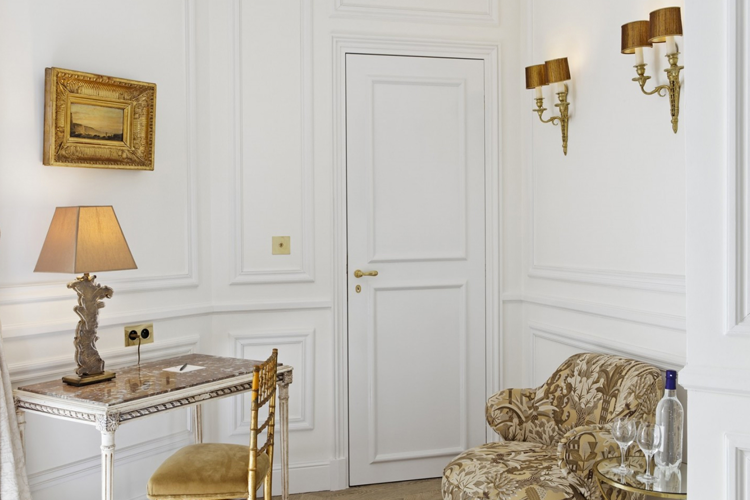 Gonzales designed each guestroom and suite individually, combining styles imbued with romanticism à la française.