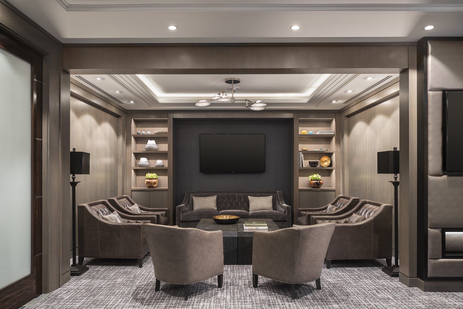 A fully redesigned new meeting space has meeting-friendly interiors and access to the LINKS.