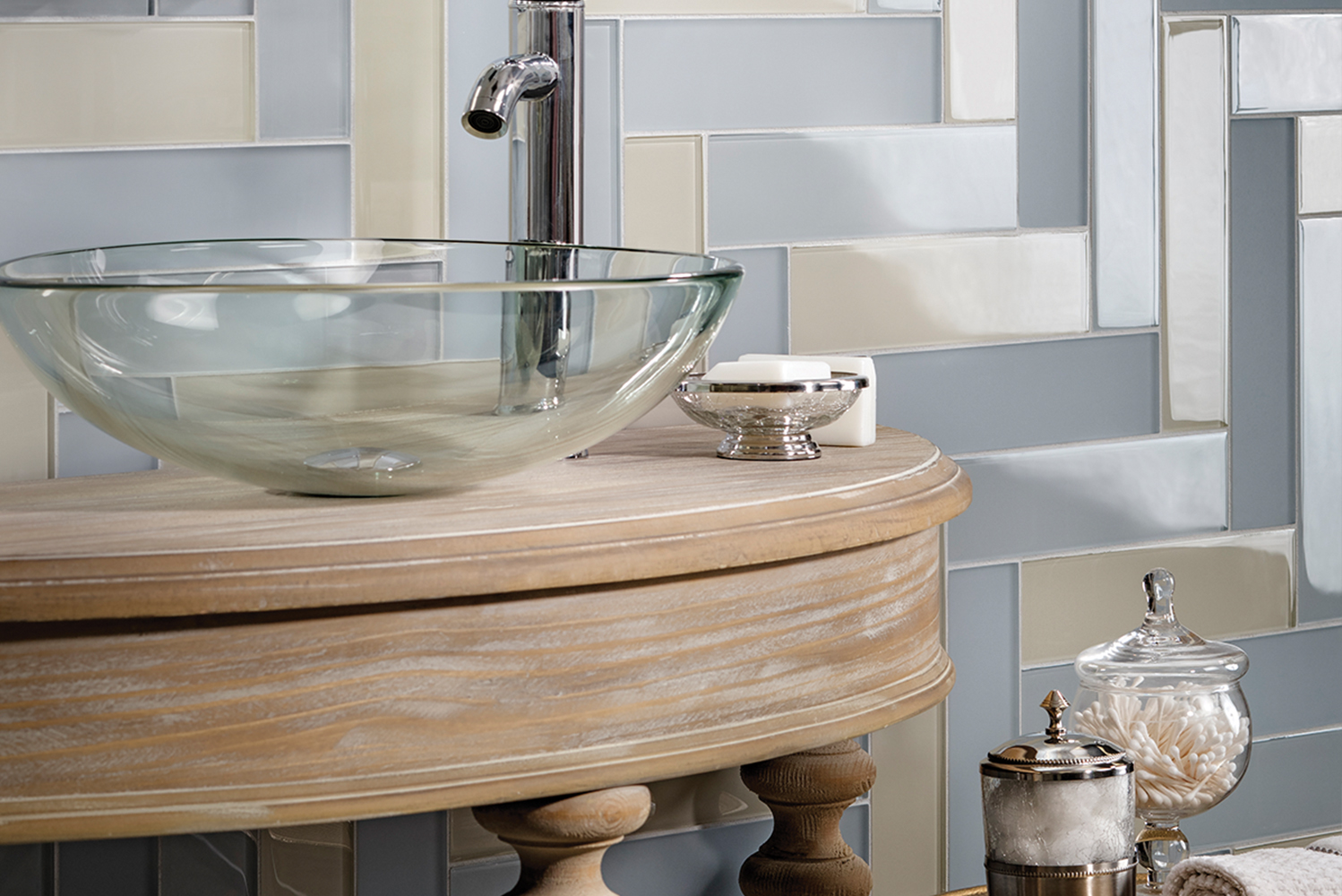 Lunada Bay Tile updated its Tomei glass tile collection with five neutral hues in two finishes.