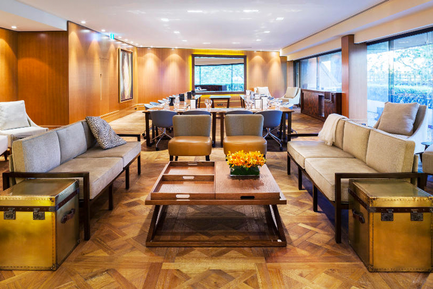 The hardwood flooring pattern is ideal for use in living rooms, restaurants and hotel lobbies.