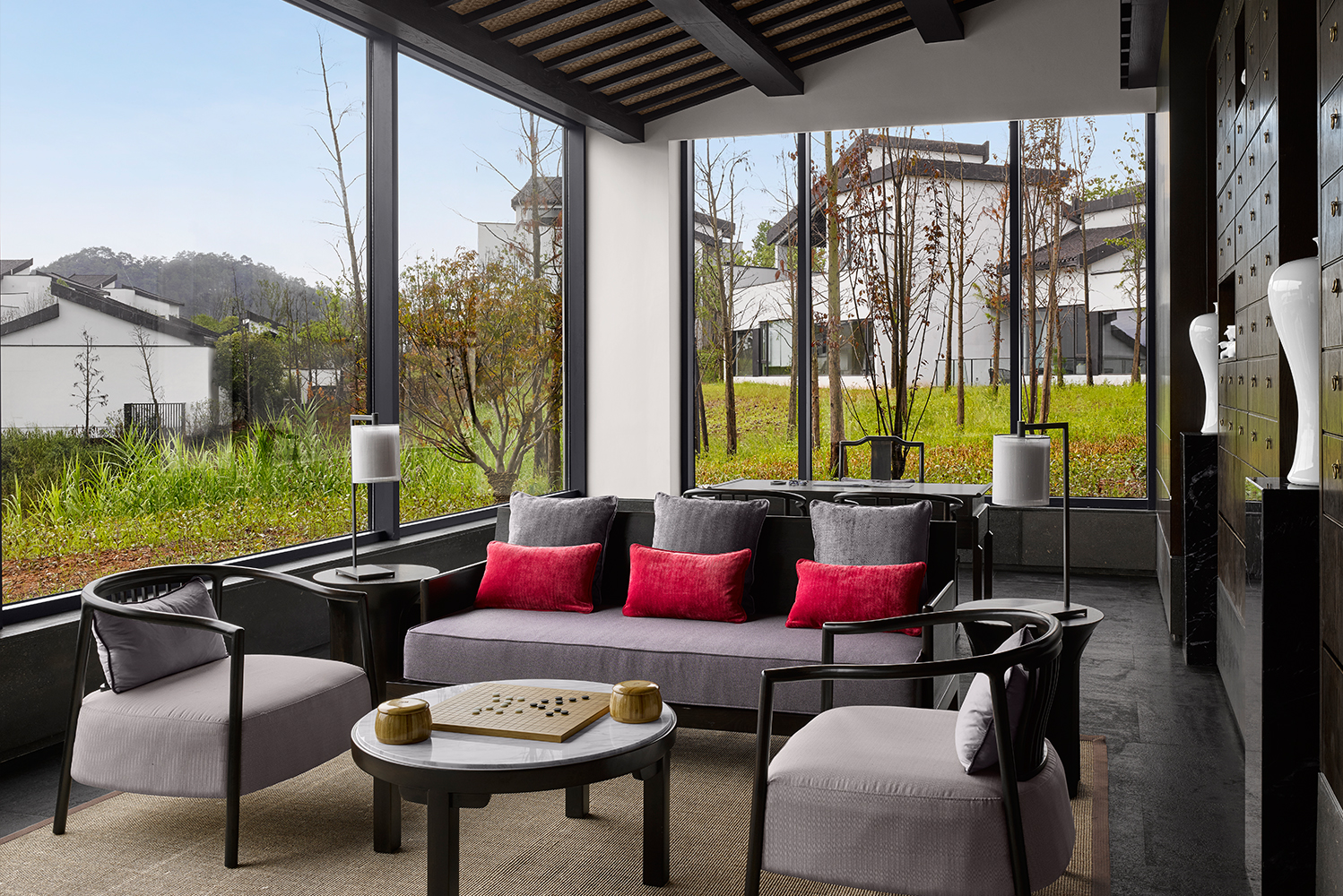 All villas have gardens and a courtyard with a balcony that faces the views of Qiandao Lake.