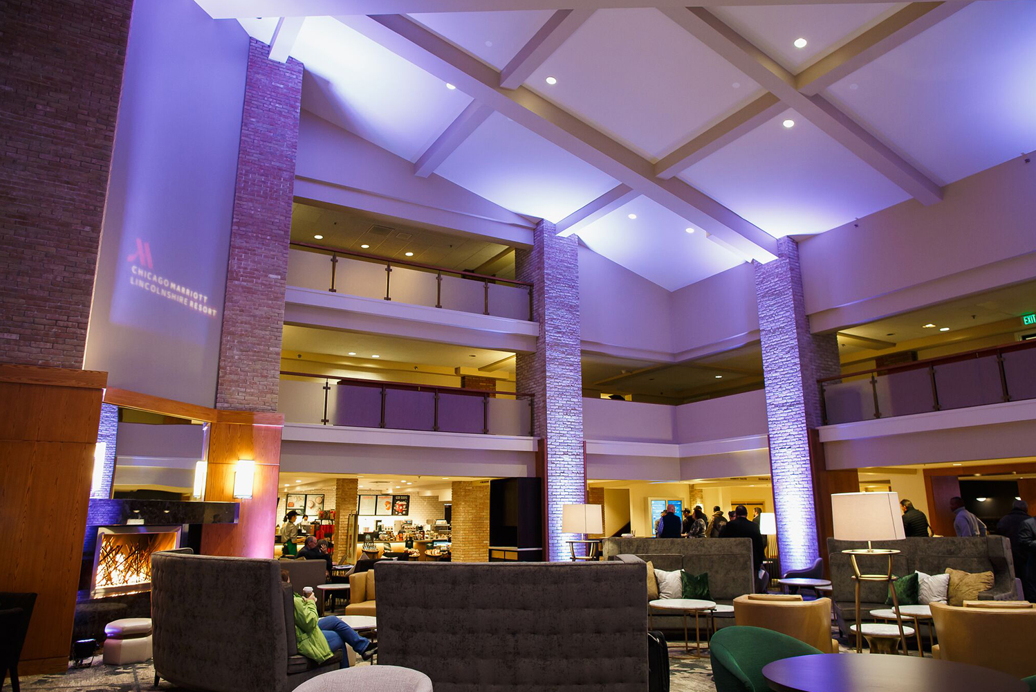 The Chicago Marriott Lincolnshire Resort has the Marriott Greatroom lobby, which has contemporary décor and layout.