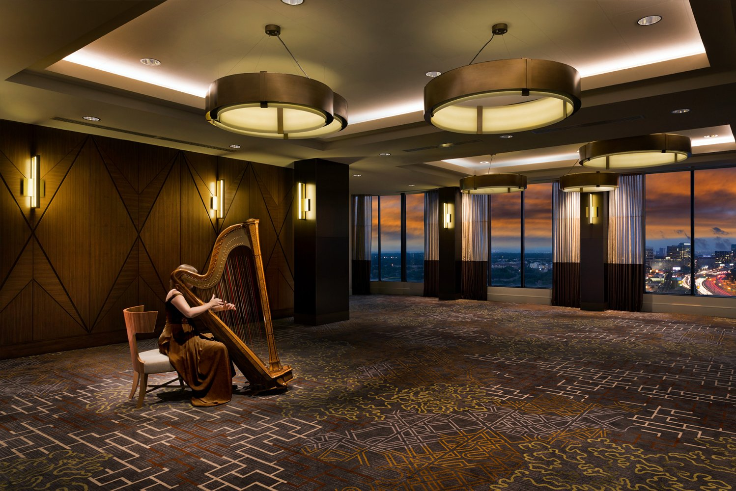 Upgrades were made to the 21st floor skyline ballroom, conference/board room, guestroom elevator lobbies and corridors.