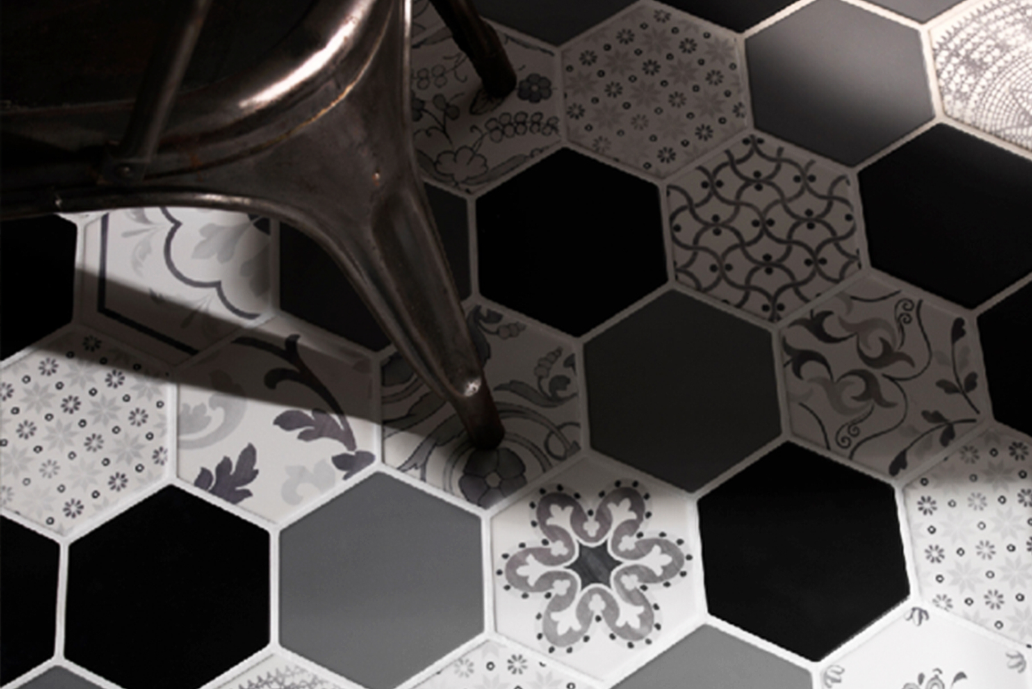 Available in a variety of solids, reliefs, tredi and graphic patterns, the new hexagonal porcelain collection is also available in a selection of styles and patterns.
