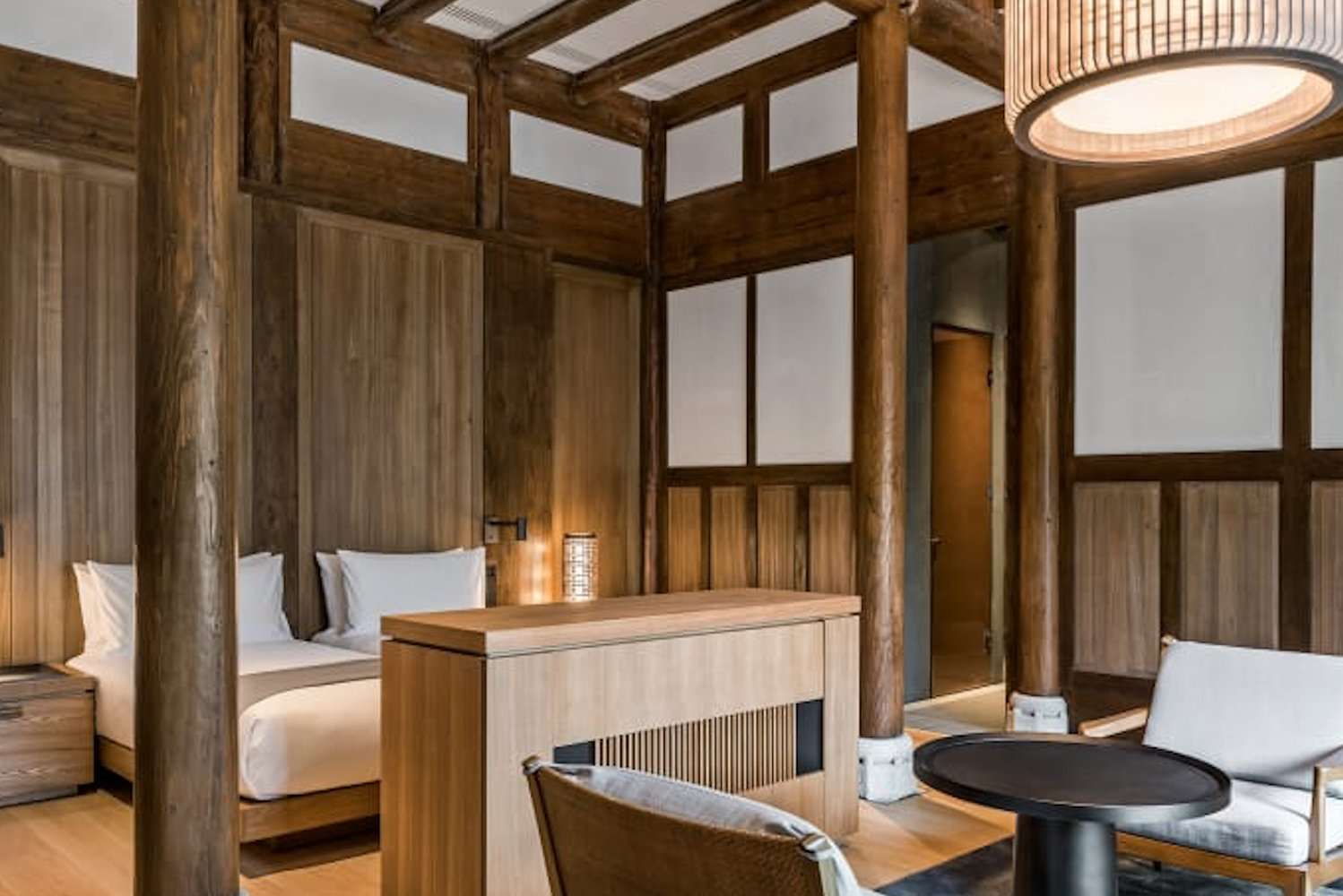 In addition to the villas, there are 24 Ming Courtyard suites with wooden interiors and Asian-influenced minimalism.