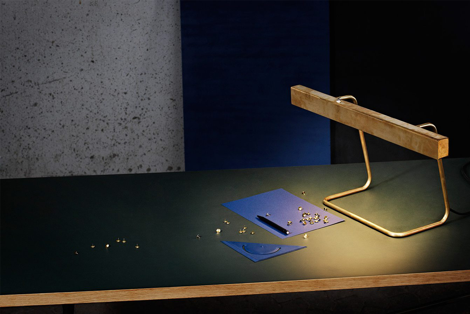 Anour launched the T Model desk lamp.