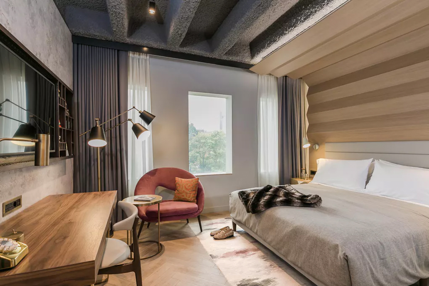 The property has 342 guestrooms, with the new fixtures and fittings developed using local Aldgate and Whitechapel references.