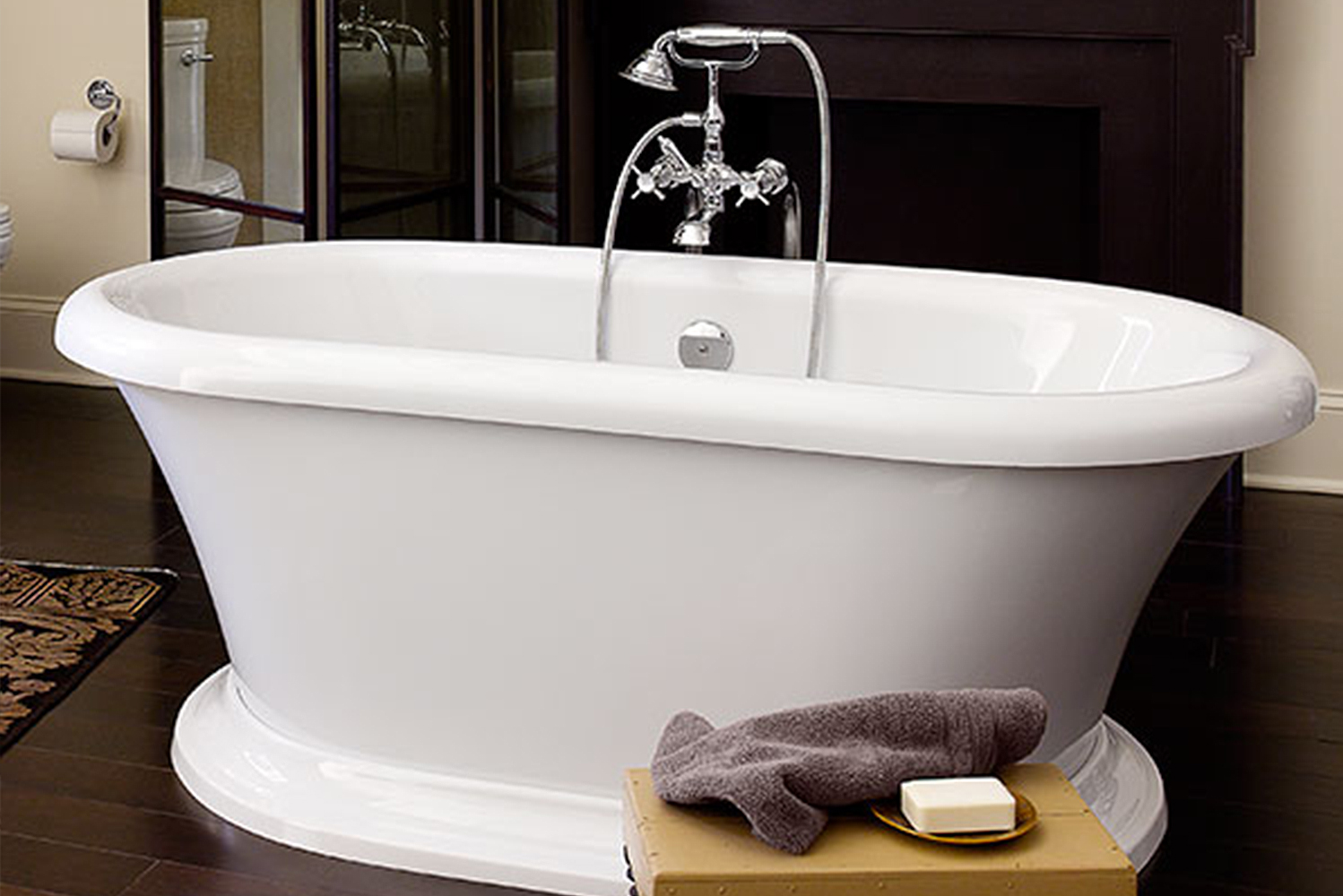 Bearing a traditional soaking tub design, the freestanding tub is made of acrylic with fiberglass reinforcement.