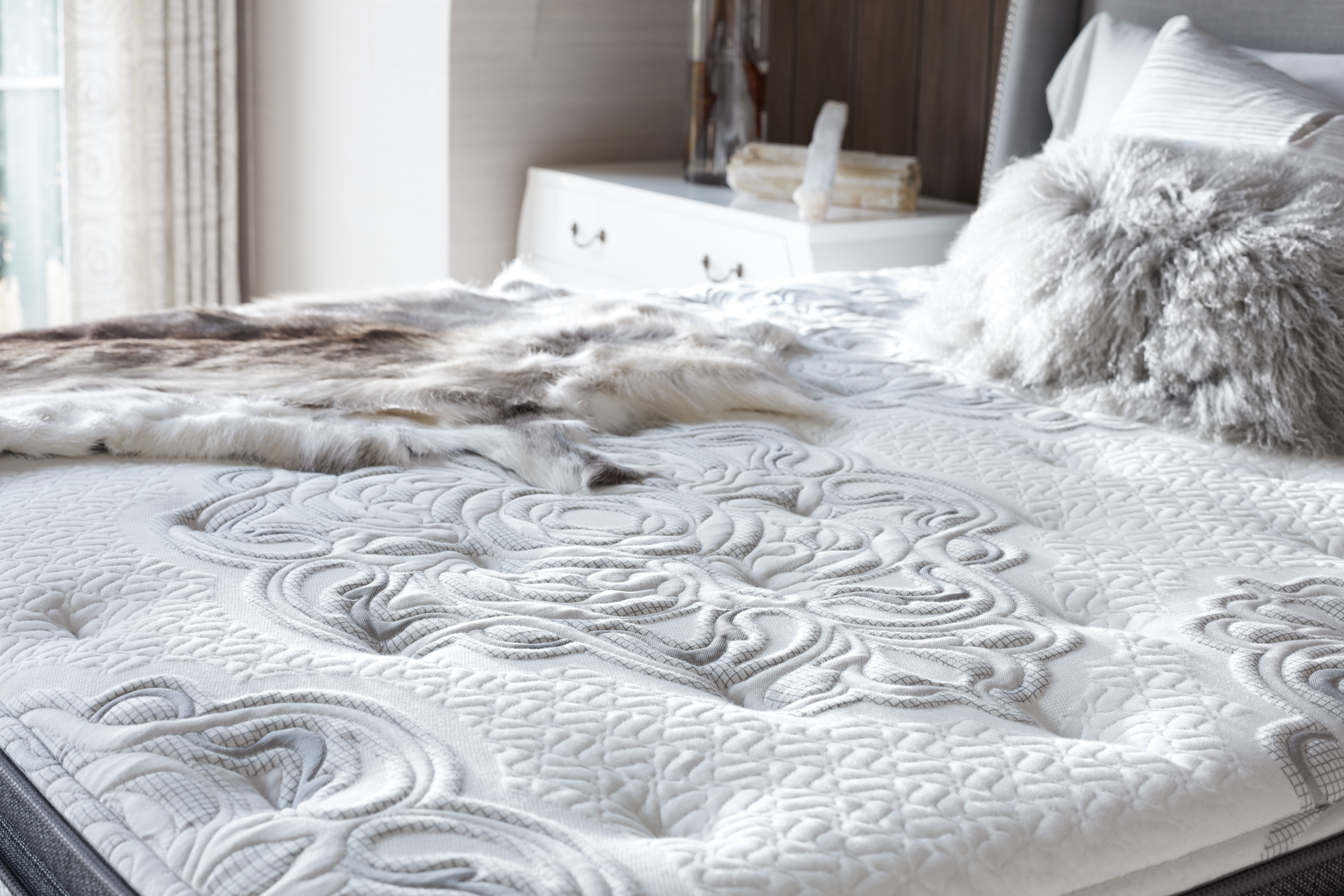 Simmons Hospitality Bedding launched its Beautyrest Black hybrid bed with a zip-off top later in 2014.