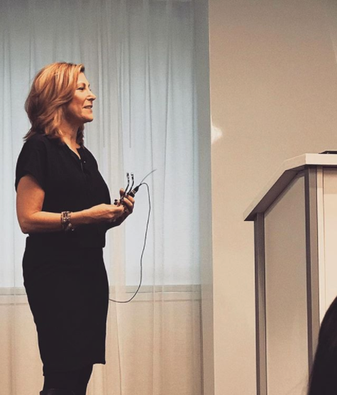 Lesley Jane Seymour opened the event with the first keynote of the day (photo via @universalcos on Instagram)