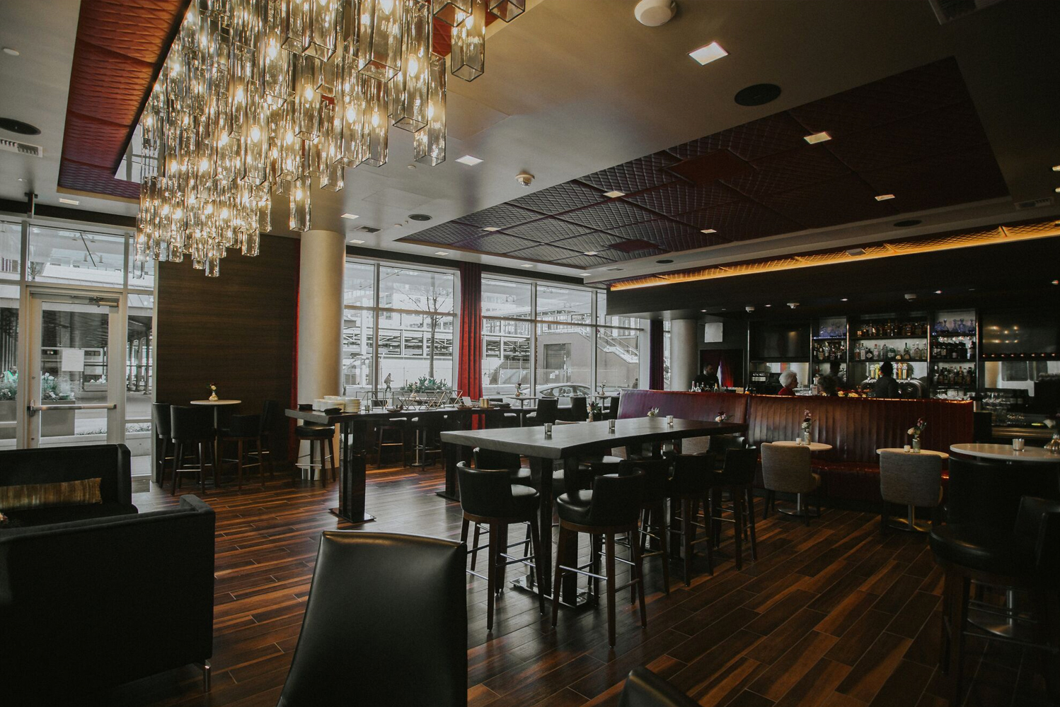 For dining, the property has the Evening Reception, as well as the Zephyr Bar, located in the lobby. Photo credit: Jenna Lynn Photography, courtesy of Embassy Suites by Hilton Seattle Downtown Pioneer Square
