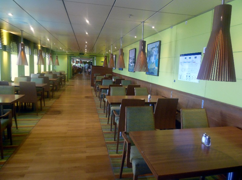 Buffet restaurant seating for Grand Classica