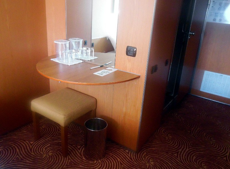Make-up area/table in Stateroom 7127