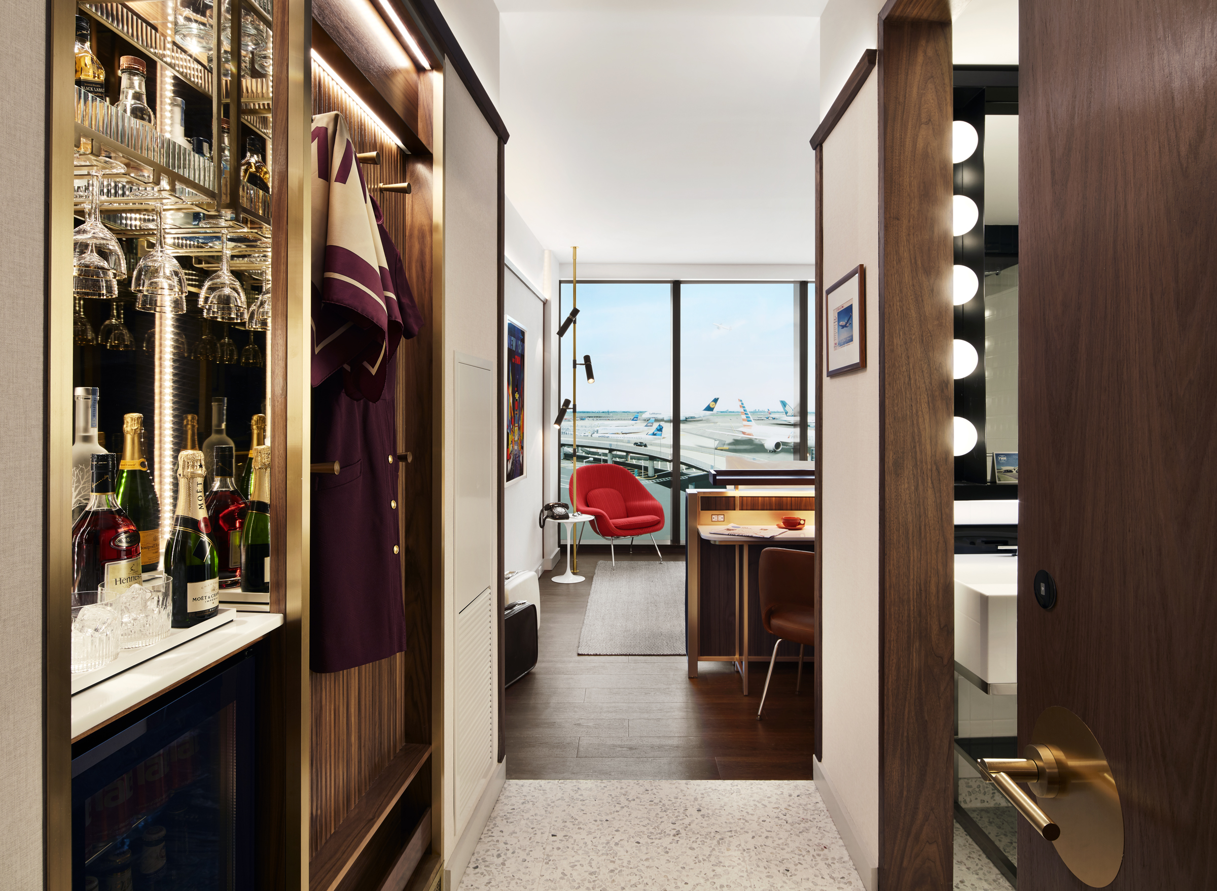 Each room has a custom-build bar made of walnut, glass, mirrors, brushed brass and crystallized glass.