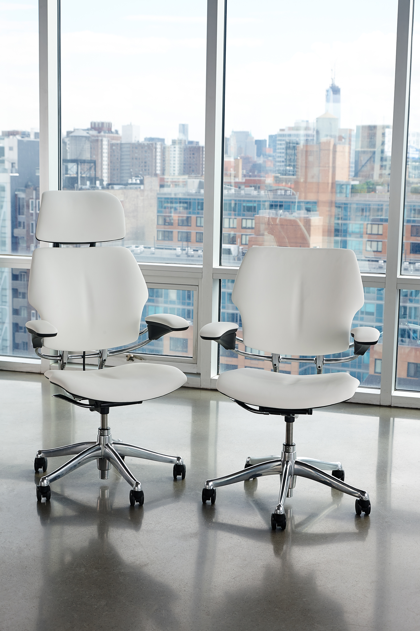 Designed by ergonomic innovator Niels Diffrient, Humanscale's Freedom chairs let users tilt, lean, and recline as needed, without levers and knobs.