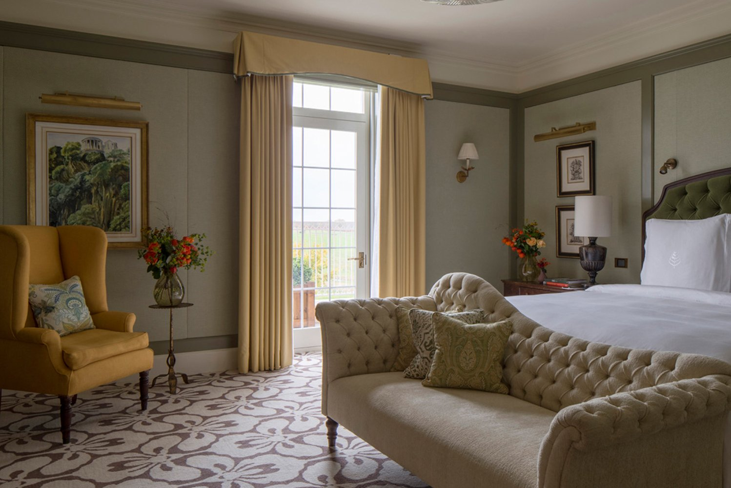Four Seasons Hotel Hampshire unveiled its newly redesigned Royal Suite, created under the helm of designer Martin Brudnizki of the Martin Brudnizki Design Studio.