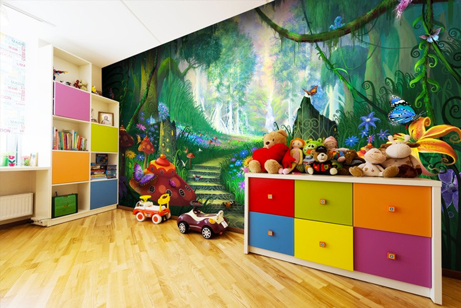 The offerings include murals depicting scenes such as forests, flowers, beaches and wildlife. There are also playful options for kids' rooms.