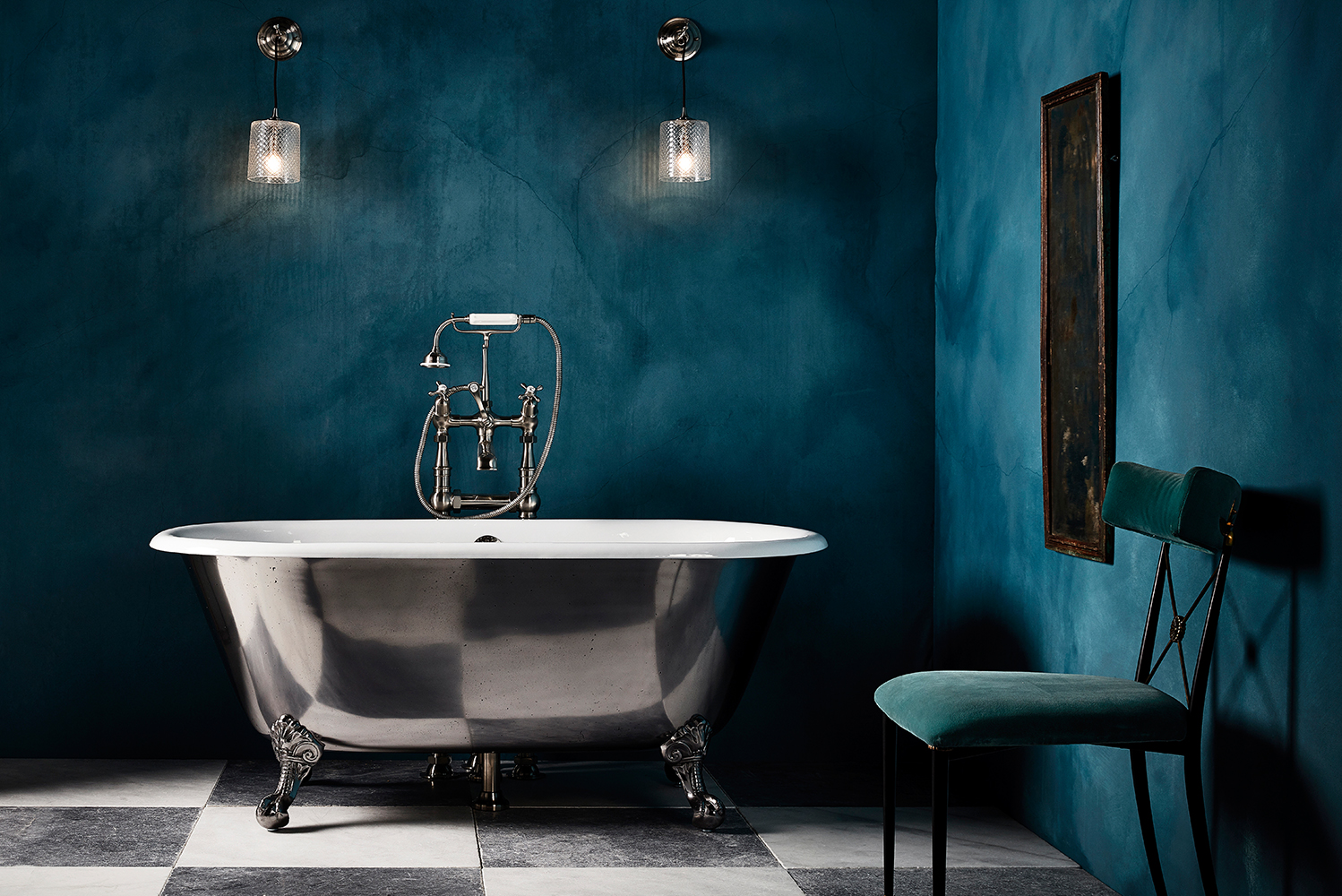The Ashburn cast-iron bathtub has ball and claw feet, and is a compact freestanding roll-top version.