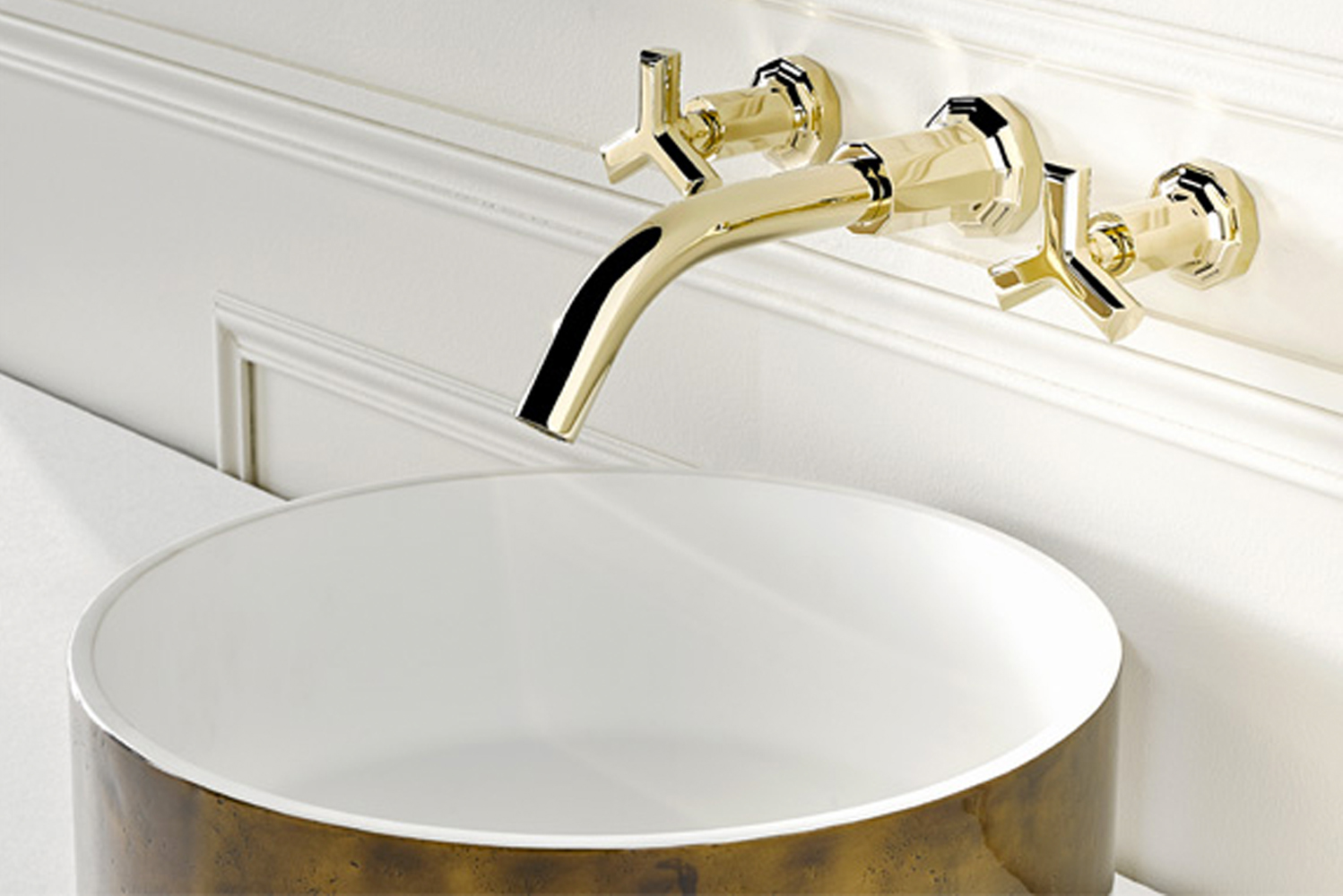 Les Ondes is also available with lever handles, and like all THG Paris products, is offered in various configurations.