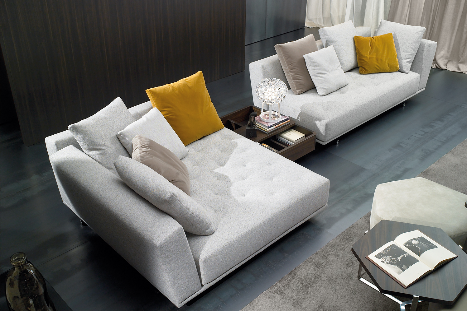 Designed by G. Vegni and G. Gualtierotti, Mandalay is a seat range based on one single seat cushion with padded upholstery in staggered rows.