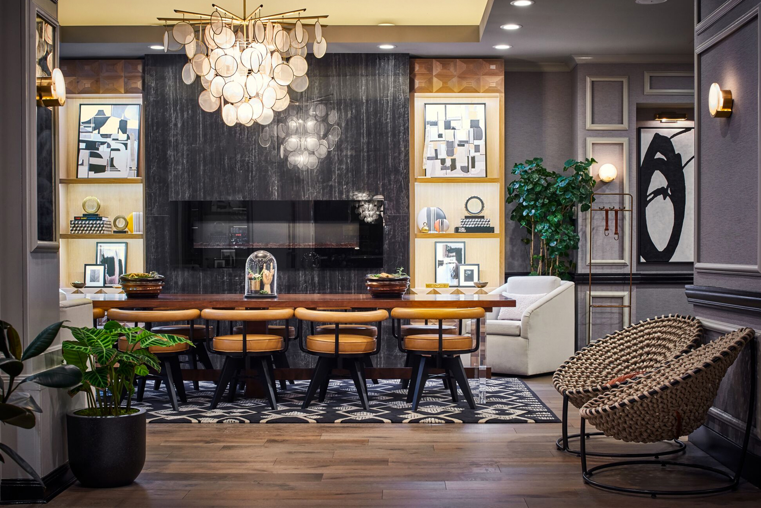 Design-wise, the property now evokes a contemporary Gold Coast Chicago residence.