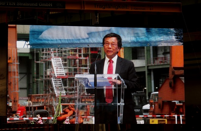 Tan Sri Lim Kok Thay, chairman and CEO, Genting Hong Kong, which owns Crystal Cruises, addresses the audience. Photo by Susan J. Young