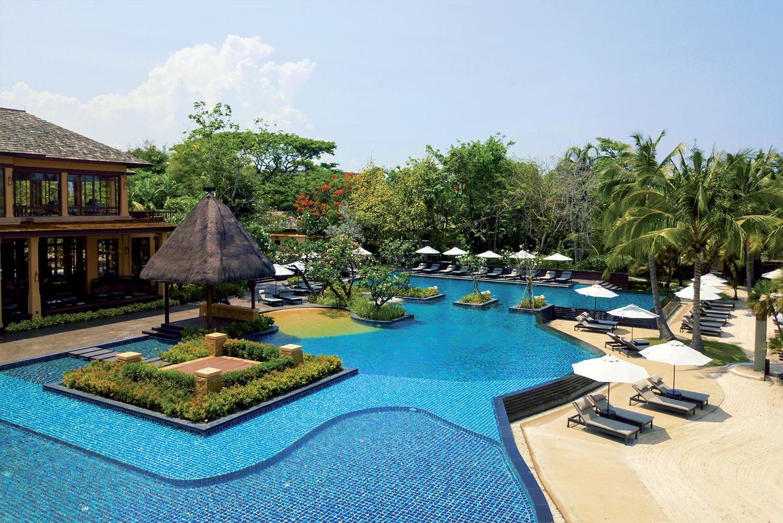 Mövenpick Hotels & Resorts opened Mövenpick Asara Resort & Spa Hua Hin, an oceanfront property overlooking the Gulf of Thailand.