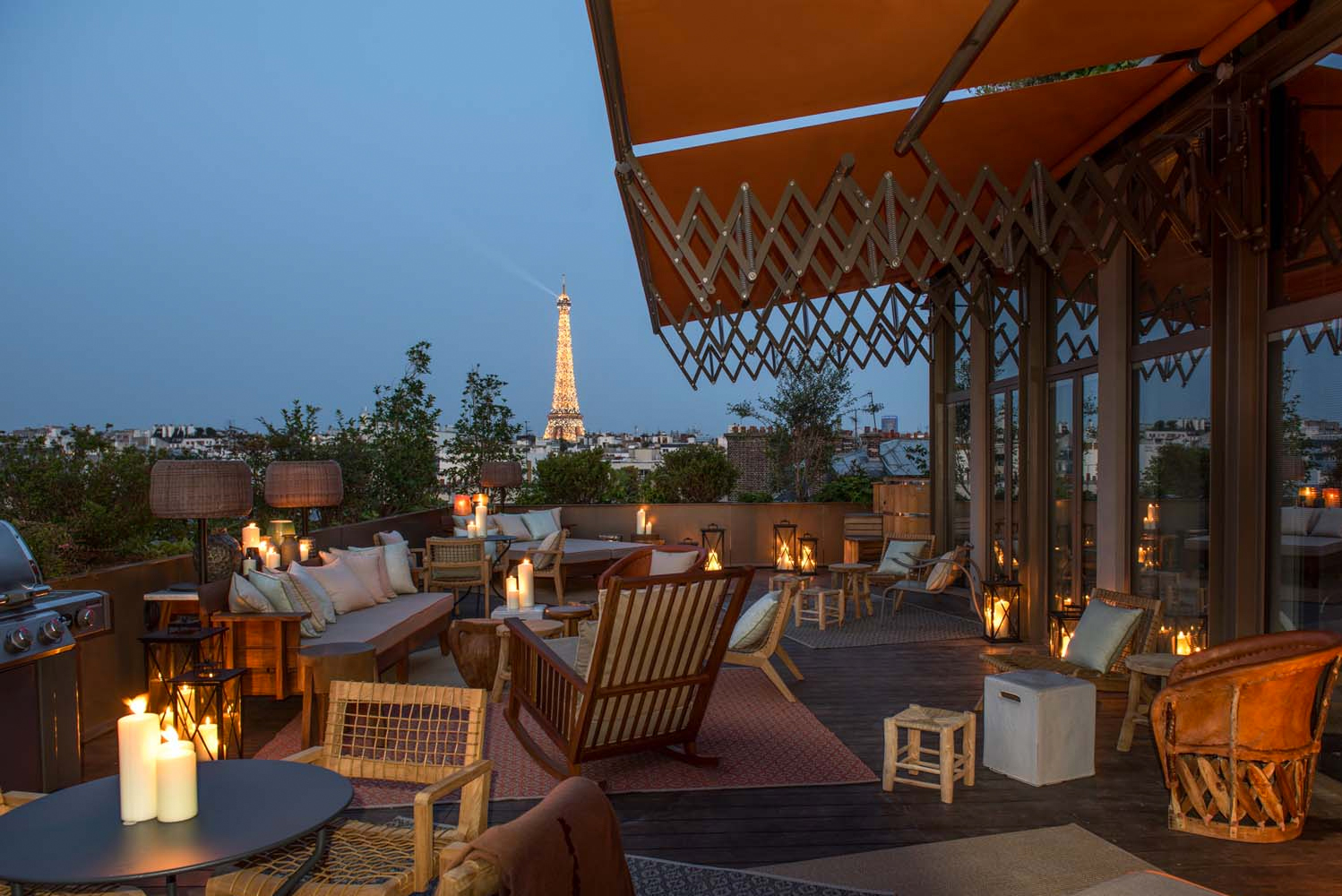 The suites – in particular – have tree-lined terraces and Norwegian baths, as well as a view of the rooftops of the city and some even looking over the Eiffel Tower.