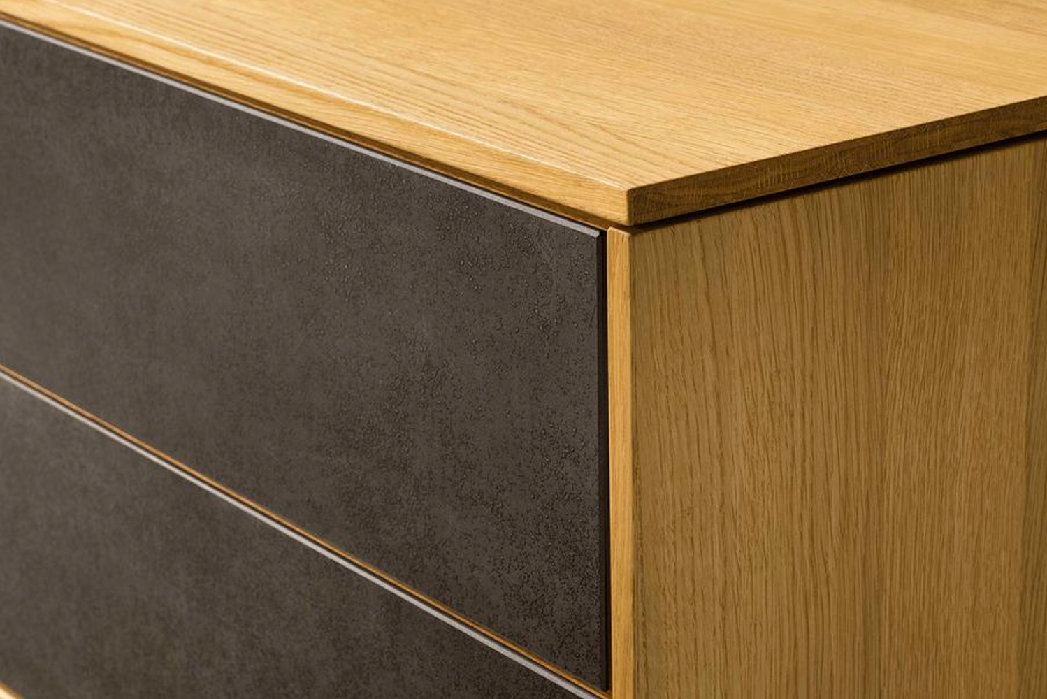 The Filigno has soft-close drawers, push-front doors, an end-grained edgeband, and 12mm-thick, three-layer top board.