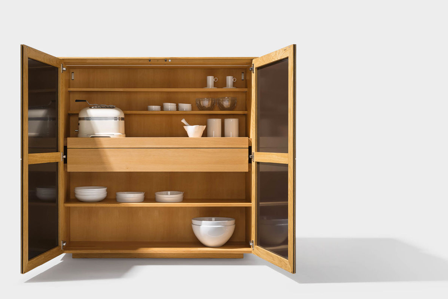 The Filigno sideboard and highboard with drawer, swinging and sliding doors, as well as with and without design elements, are also available.