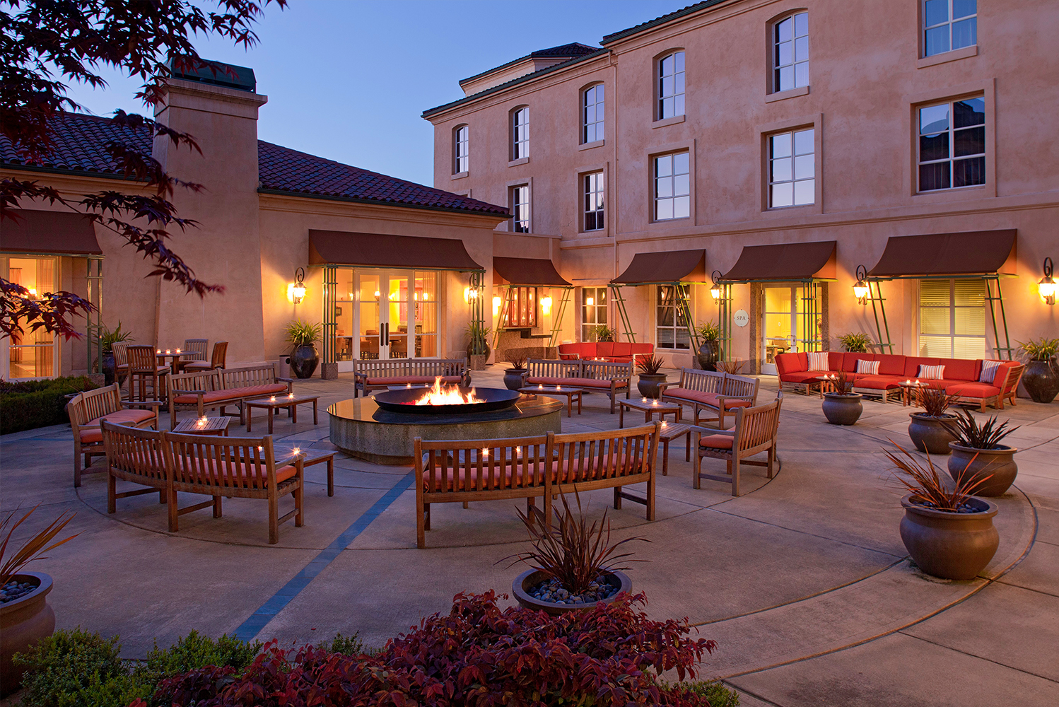 For events, the property has 15 indoor meeting rooms totaling 18,000 square feet; and an additional 20,000 square feet of outdoor space.
