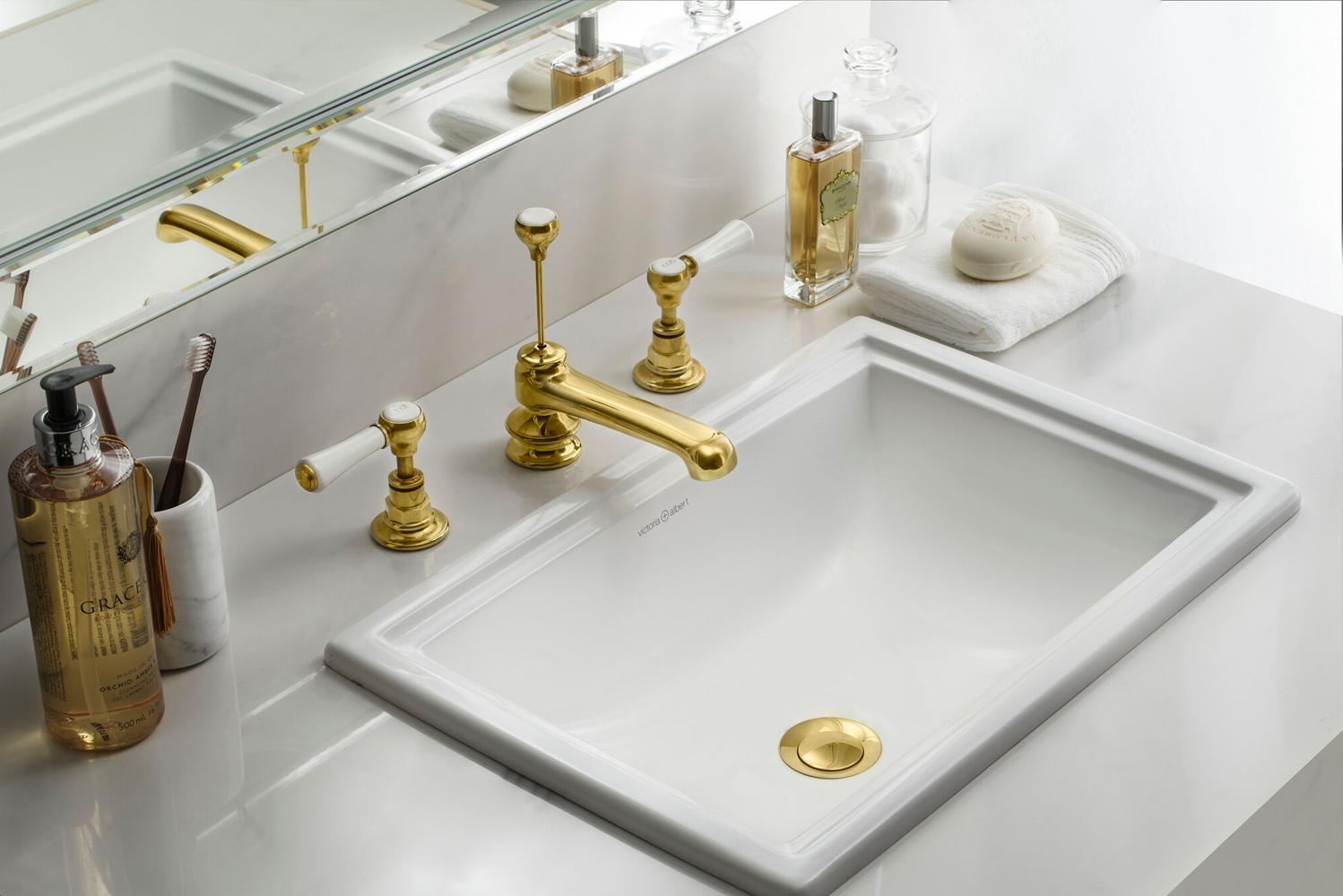 Victoria + Albert introduced a new bathtub-and-basin duo known as the Pembroke collection.