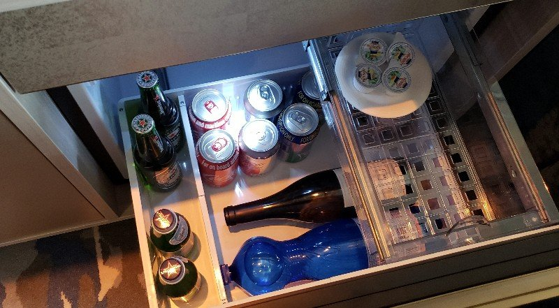Pull-out drawer with wine, water and soft drinks