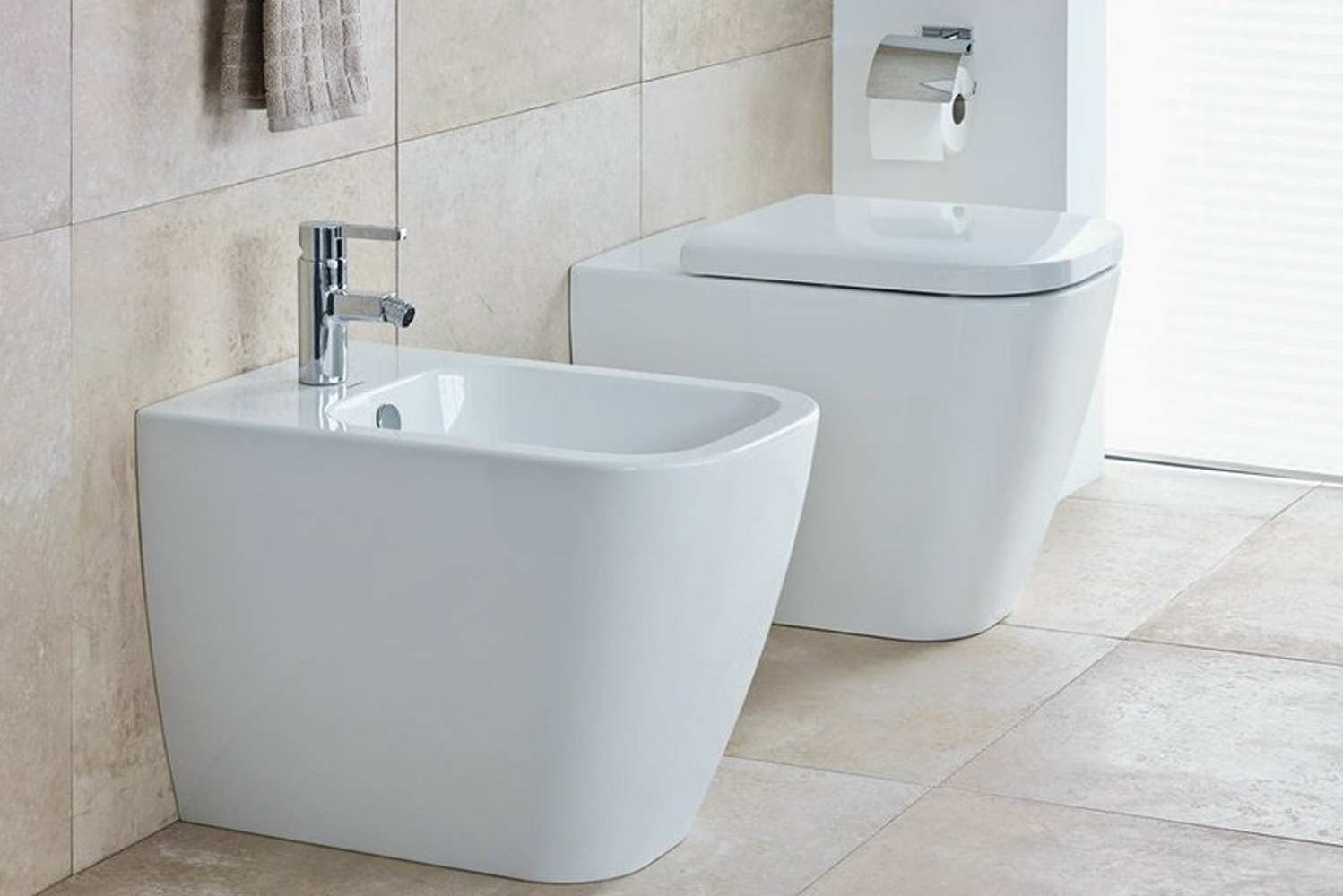 The Happy D.2 toilet and bidet are available as wall-mounted, floor standing and back-to-wall options, both with and without the SoftClose seat function.