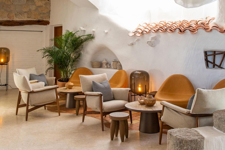 London-based multidisciplinary F&B design studio Blacksheep redesigned Quattropasi al Pescatore, a seafood restaurant in Porto Cervo on Sardinia's Costa Smeralda.