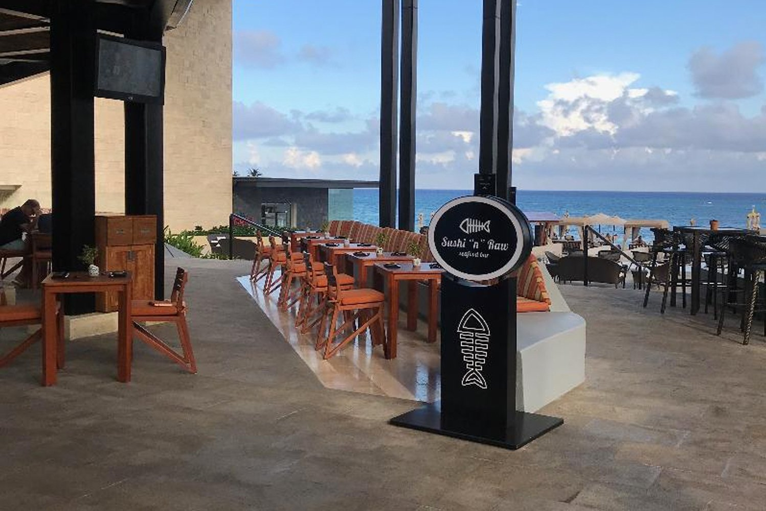 Grand Hyatt Playa del Carmen opened a new dining venue, the Sushi 'n' Raw Seafood bar and restaurant.