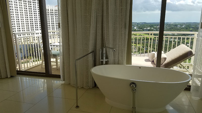 The tub in the Grand Executive Suite