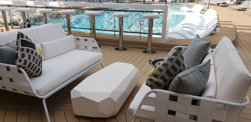 Seating between bar and pool