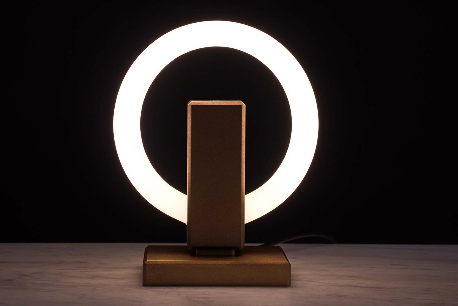 The lamp can be placed on a pedestal to create a sculptural piece of art.