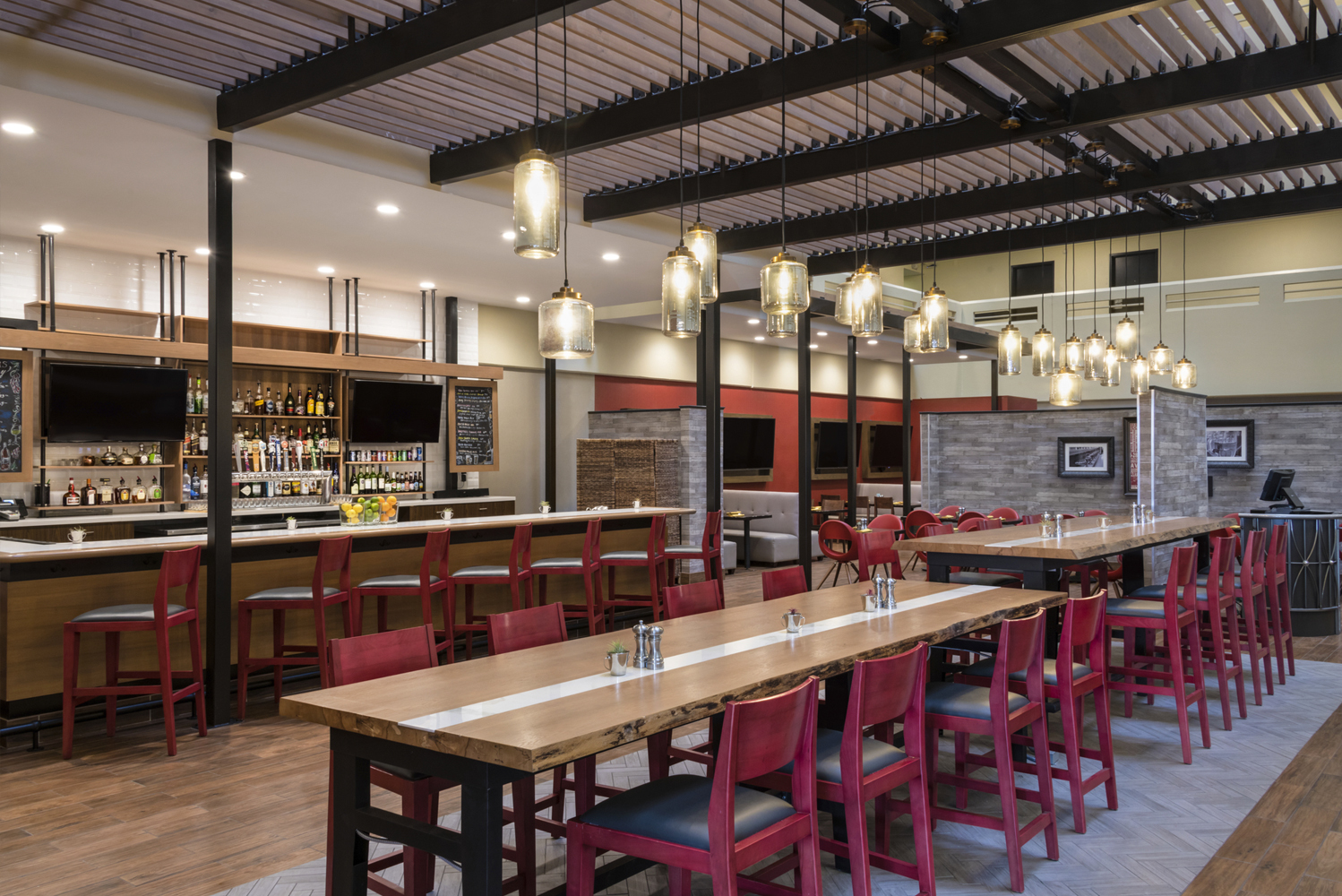 With the renovation, Holiday Inn Denver East – Stapleton now has a grey and white color scheme accented with orange tones.