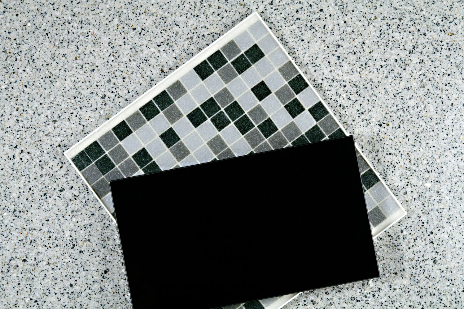 The granite features a white base with top blends of white, grey and black crystals that are of fine to medium grain.