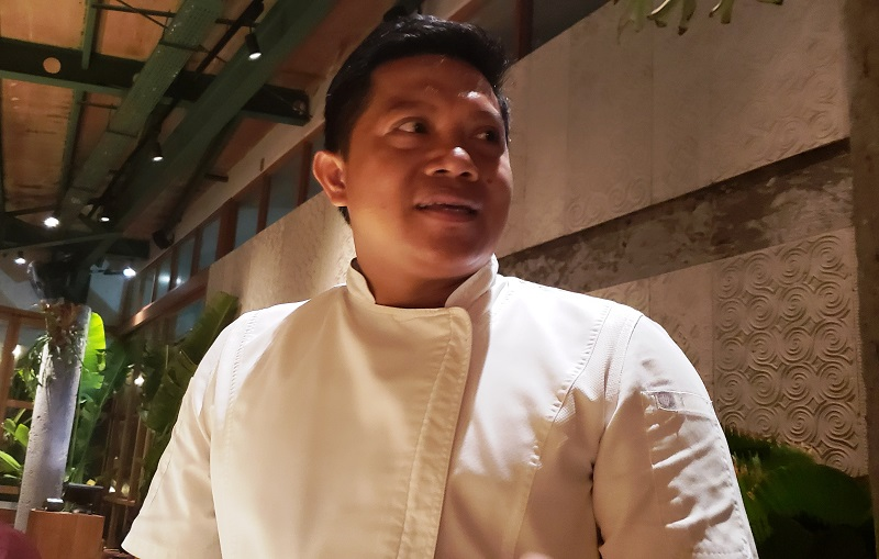 Chef Wayan Kresna Yasa Talks to reporters at Bali's Kaum Restaurant, a highly rated eatery that opened recently at the Potato Head Beach Club.