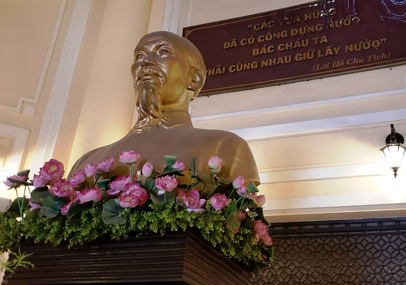 Ho Chi MInh Statue in HIstory Museum.