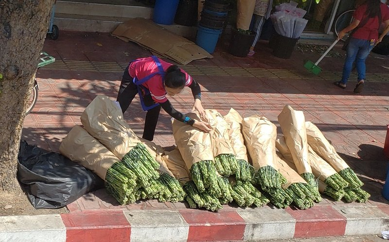 While touring around Bangkok, we passed the flower market.