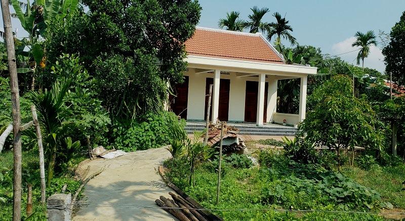 Family compound in Hoa Chau.